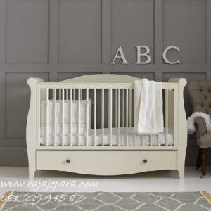 Tempat-Tidur-Bayi-Baru-Lahir