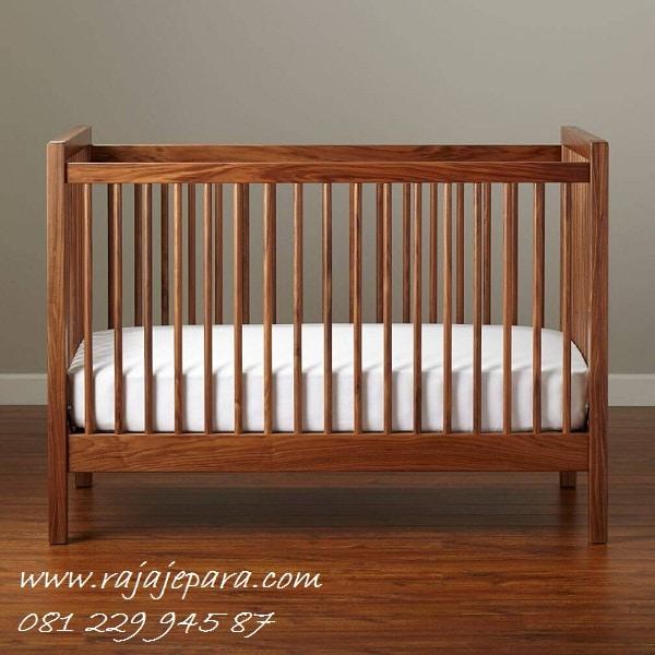 Tempat-Tidur-Bayi-Kayu