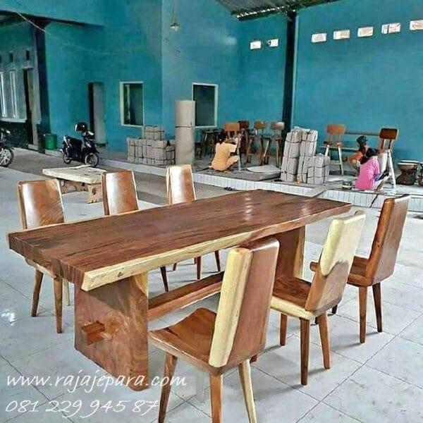 Set meja makan trembesi minimalis dengan 8 kursi kayu besar utuh solid model desain dapur cafe dan rumah makan klasik harga 1 set murah