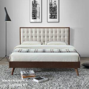 Tempat tidur mewah elegan minimalis kayu jati Jepara model desain set kamar modern dan klasik jok busa warna putih terbaru harga murah