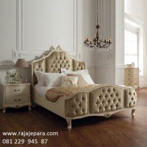 Furniture tempat tidur klasik modern minimalis dan mewah kombinasi jok busa kayu jati dan mahoni model desain ukir bagong Jepara harga murah
