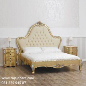 Tempat tidur mewah terbaru model ukiran bunga mawar Jepara kayu jati dan mahoni jok busa cat duco warna emas modern dan klasik harga murah