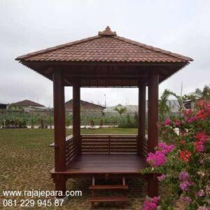 Gazebo kayu sederhana minimalis ukuran 2x2 dari kayu kelapa atau glugu Sulawesi model desain saung rumah taman pantai atap sirap harga murah