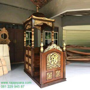 Mimbar masjid kayu jati ukir-ukiran Jepara model desain podium khutbah Nabawi minimalis sederhana dan mewah modern kaligrafi arab harga murah